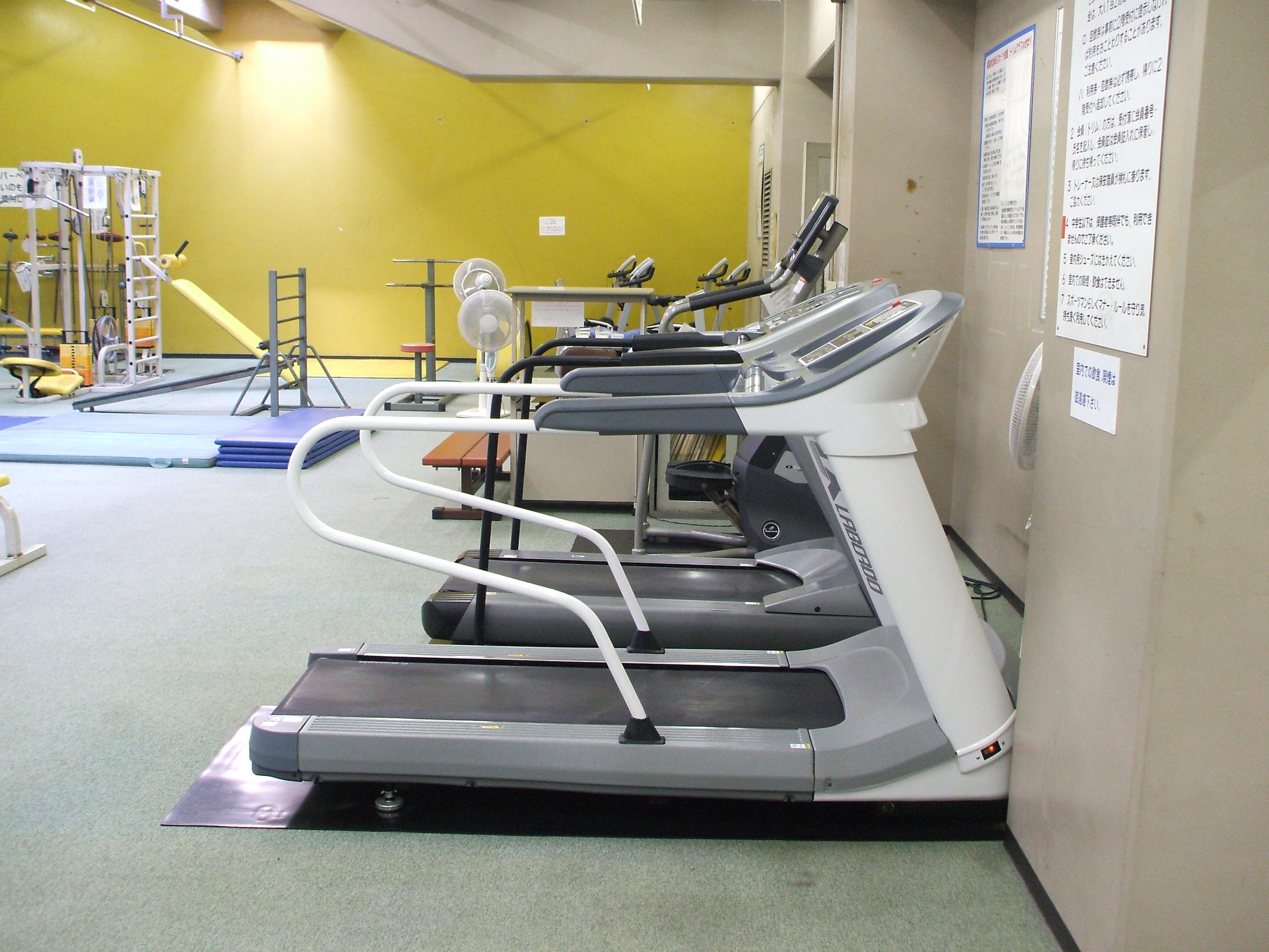 総合スポーツ会館トレーニングルーム画像